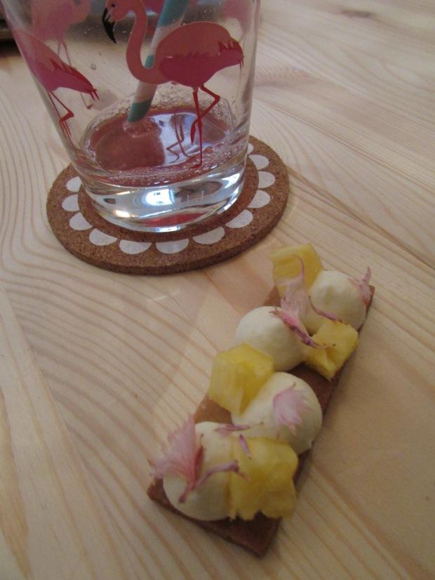tarte ananas et fleurs